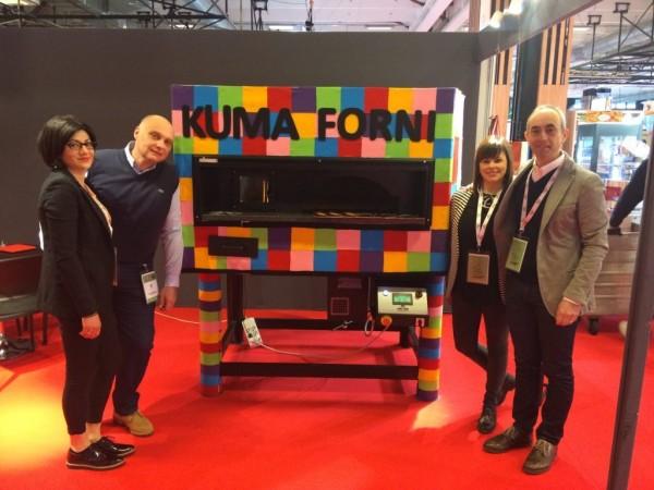 Kuma Forni präsentiert seinen neuen Ofen 105 Mix multicolor im Salon Professionel Parizza